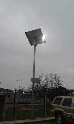Poste Solar 30W Lumlight LED. Alta eficiencia en flujo luminoso y espectro. Solicita mas información.